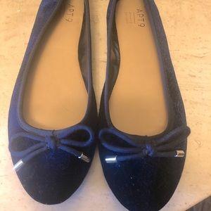 Cutest little navy blue ballet flats! Size 7 1/2